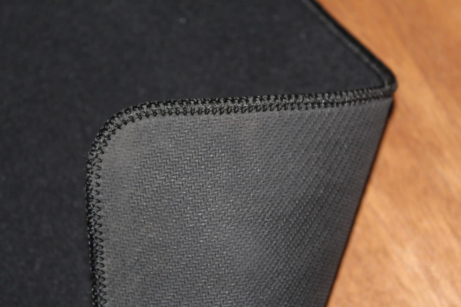 Glorious 3XL Mousepad Review Thickness