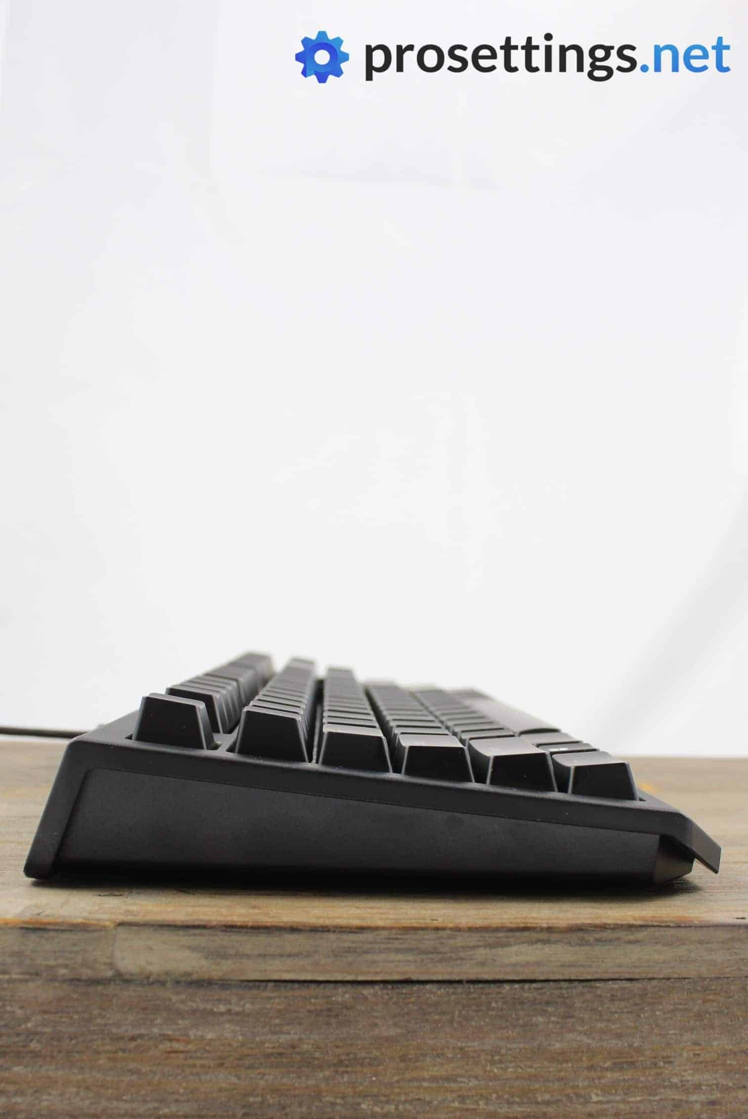 Razer Blackwidow Tournament Edition Chroma V2 Keyboard Review Sideview and Ports